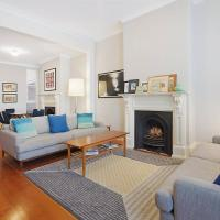 Spacious Victorian With Harbour View Terrace