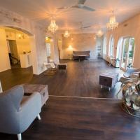 Gray Manor Hotel