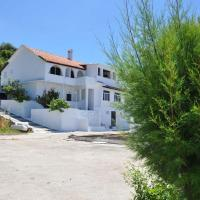 Kostas Beach Apartments