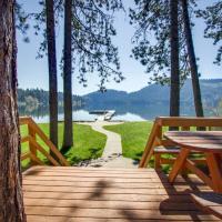 Idyllic Lakefront Home