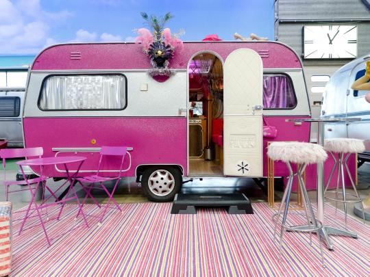 6 retro wohnwagen f r nostalgische wochenendtrips. Black Bedroom Furniture Sets. Home Design Ideas