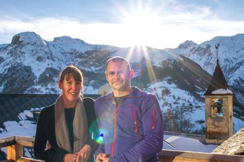 Helen & Chris Raemers - Owners & Manager of The Alpine Club