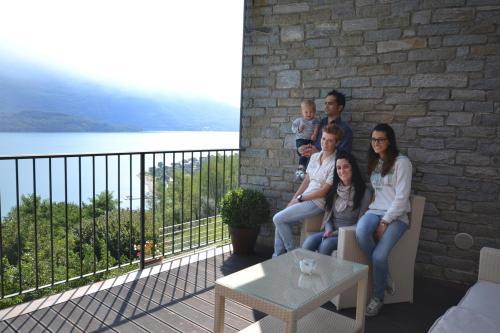 Sarah, Giorgio, Camilla, Lucrezia e il piccolo Leonardo