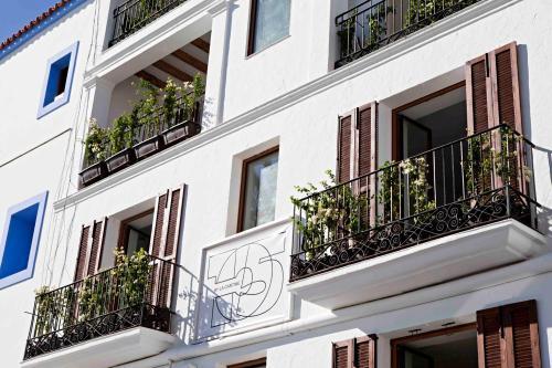 105 Suites @ Marina Magna