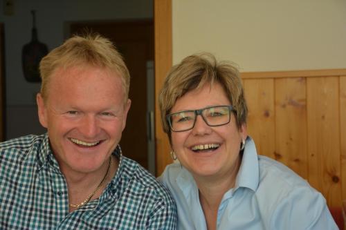 Hans und Maria freuen sich auf Ihr Kommen!