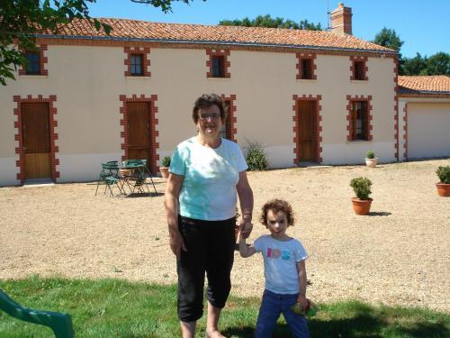 Roseline et Aline , l'une de ses petites filles