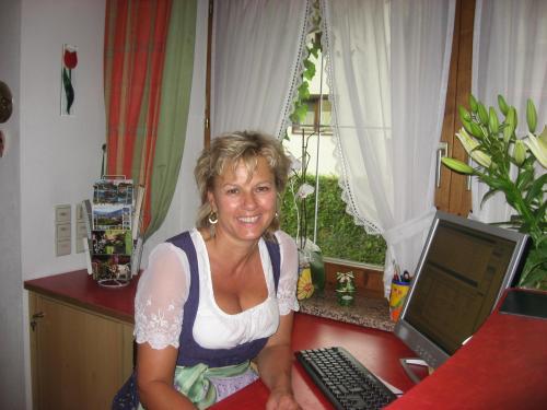 """Elisabeth, Ihre Wirtin im """"Landhaus Zillertal"""""""
