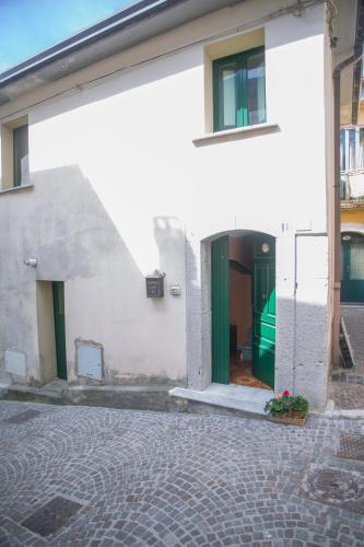 l'ingresso della nostra casa, pronta ad accogliervi