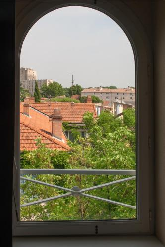 une vue sur les toits de la vielle ville