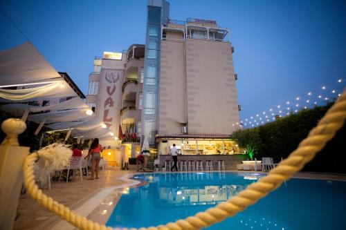 Hotel Valz Velipoje piscina