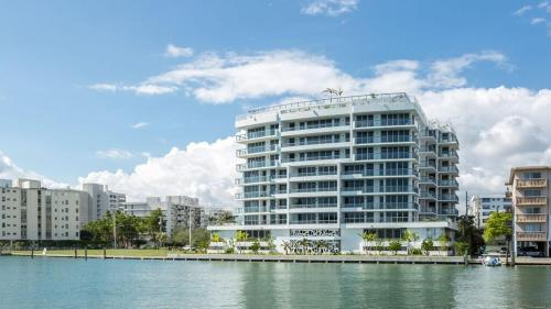 Acqua Bay Luxury Apartments By The Ivory