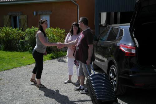 Sophie accueillant sa clientèle