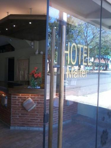 La entrada y recepción del hotel