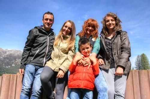 Cristina, Federica, Mara, Tommaso, Egon
