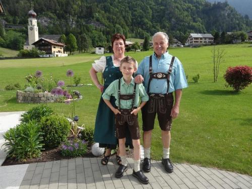 Gastgeber Monika Ganahl mit Familie