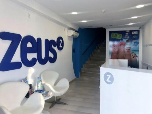Zeus Apartamentos
