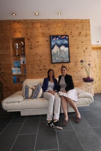 Sarah und Daniela Mattle
