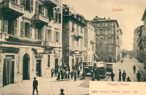 Piazza Persio nel 1900 dove affaccia l appartamento