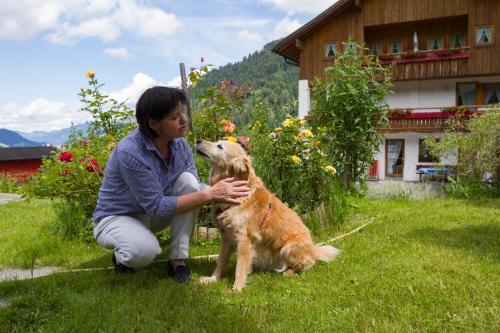 Monika Teubner-Doppler mit unserem Hund Jana